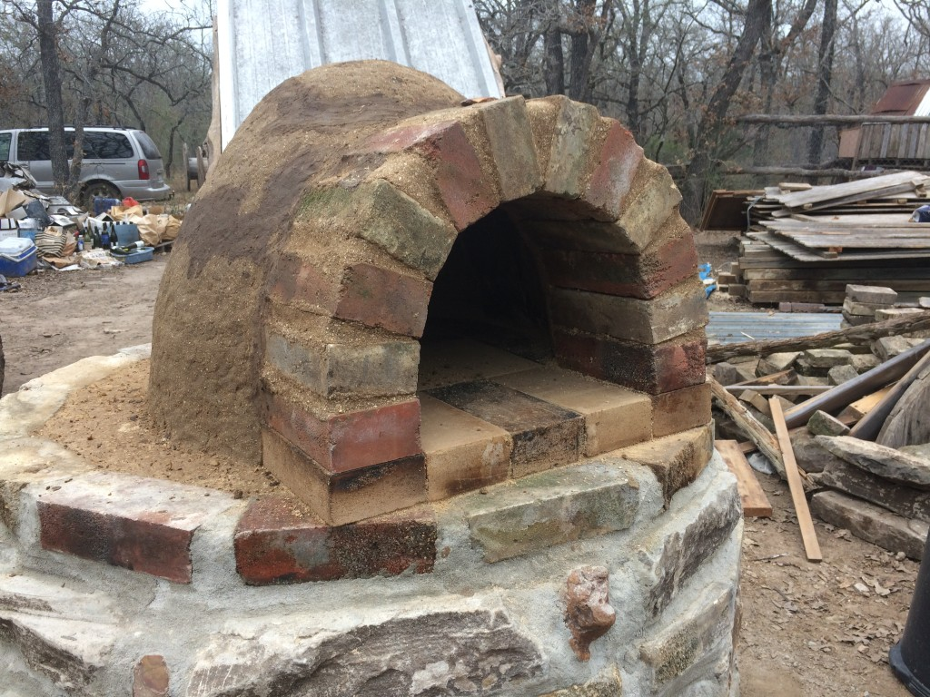 interior layer complete! the five firebricks within and beneath the arch are not for baking (they lack the thick subfloor heat pad - the outer  support the arch, and the inner 3 allow bread or pizza to be slid in and out from the baking surface)