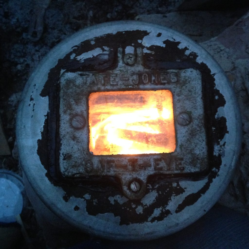added a blast furnace window to the aluminum pot I use as a lid (saved from a now demolished Ford assembly plant)